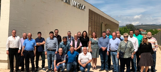 El presidente provincial participa en un encuentro con alcaldes y concejales del PP en Adzeneta del Maestrat