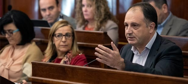 """Aguilella: """"Martí dice una cosa y hace la opuesta. Concede ayudas a dedo al Institut Valencià de Cultura y se las niega a entidades que atienden problemas sociales"""""""