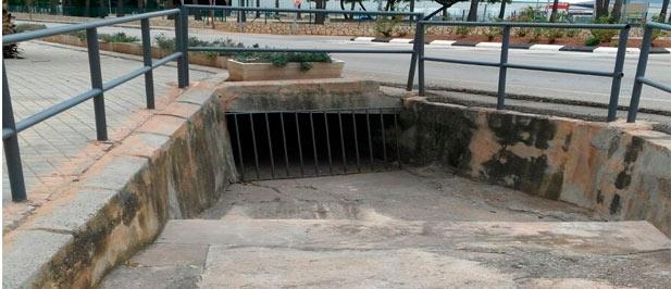 El Ayuntamiento de Almenara ha reaccionado a la denuncia efectuada por el Grupo Municipal Popular esta misma semana y ha procedido a la limpieza de uno de los principales desagües de agua del municipio.