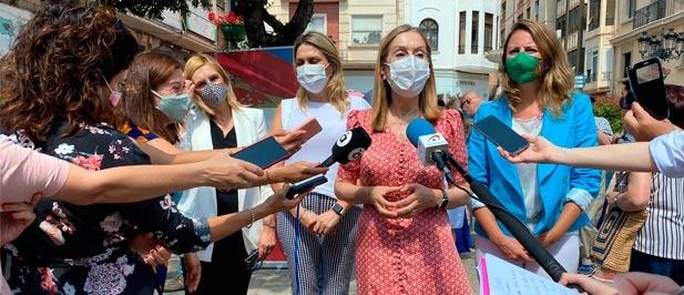 """Ana Pastor, acompañada por la presidenta provincial del PPCS, Marta Barrachina, advierte que """"no se puede gobernar a cualquier precio poniendo en jaque la Constitución"""""""