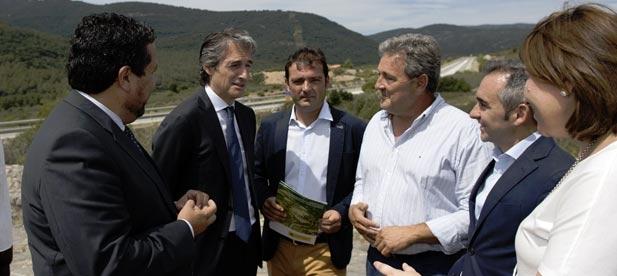 """Martínez: """"Si tienen dinero para colocar a los suyos con una nueva tele, deberían tenerlo para mejorar los trenes de la provincia"""""""