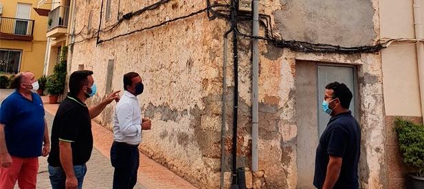 """El alcalde, Héctor Prats, reconoce que muchos inmuebles """"podrían acondicionarse y atraer vida si se inyectaran fondos de las administraciones públicas"""""""