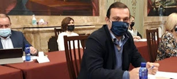 """Andrés Martínez, diputado provincial del PP, tiende la mano al PSOE para acudir a Madrid y """"exponer a la ministra una realidad que cambie un criterio letal para el sector"""""""