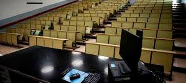 El Consell ha dejado en el limbo el futuro de cientos de universitarios