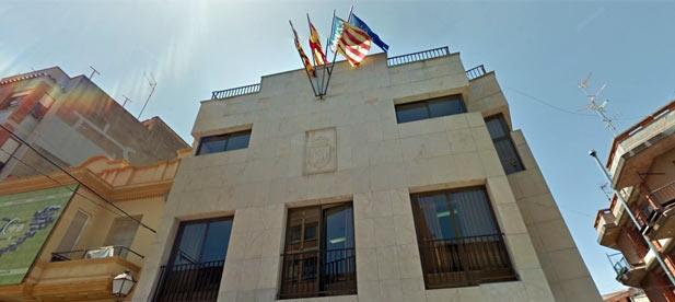 El PP de Betxí ha lamentado que el Ayuntamiento delegue responsabilidades en un vecino ante la dejadez del equipo de gobierno de Compromís en la limpieza de calles y caminos.