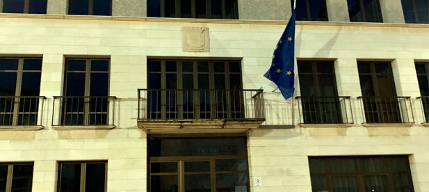 El Alcalde de Compromís de La Jana retira la bandera de España y la Real Senyera de la fachada del Ayuntamiento