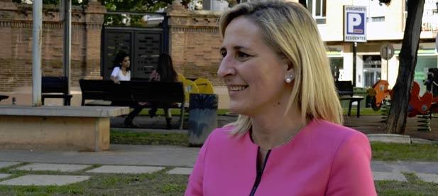 Bañuls preguntó ayer en el pleno municipal a la alcaldesa socialista, Estíbaliz Pérez, por la convocatoria de tres plazas de Policía Local
