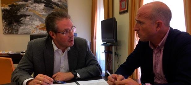 García se ha reunido con el subdelegado del Gobierno en Castellón, David Barelles, con el objetivo de informarnos del calendario e inversiones que desde el Gobierno de España están previstos para la localidad.
