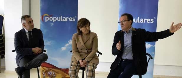 El número uno del PP por Castellón, la presidenta de PPCV y el alcalde de Alcalá de Xivert han mantenido hoy un encuentro con los afectados