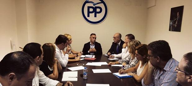 El PP ha mostrado, además, su apoyo a las acciones del Gobierno de España para defender la convivencia, el Estado de Derecho y la libertad.