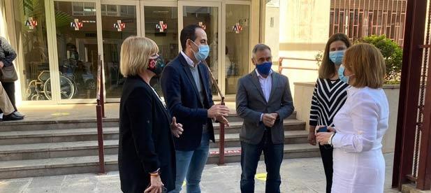 Los populares denuncian cierres como el del ambulatorio de Torrehermosa de Vila-real o el recorte en 11.000 médicos menos en la Comunitat Valenciana