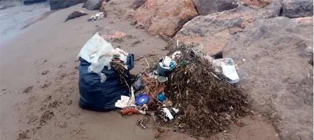 La iniciativa responde a las demandas de ayuntamientos que ven cómo cada día amanecen sus playas con restos que expulsa el mar y que se evitarían con limpiezas preventivas