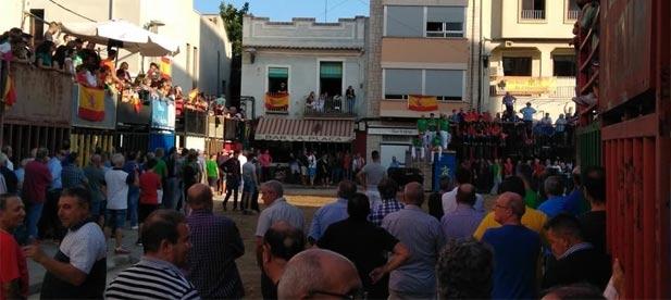 Mentre que el PP es posiciona de forma unànim per la derogació, el PSOE es troba dividit recolzant la de-rogació els seus alcaldes i la moratòria el partit en Les Corts.