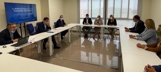 La presidenta del PPCS, Marta Barrachina, asegura que la reforma fiscal del PPCV permitirá que los castellonenses se ahorren 230 millones