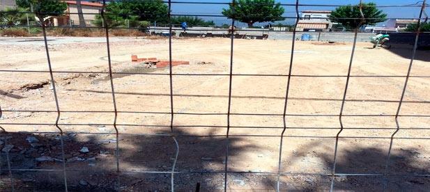 El 'pacto del gasto' se salta la ordenanza municipal y permite que se realicen obras en la playa en pleno mes de agosto.