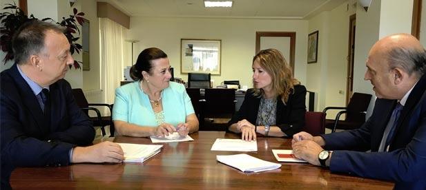 La máxima representante de los populares en el Ayuntamiento de Castellón alerta de la ralentización de la economía y defiende la bajada de impuestos que promueve el PP para los castellonenses como el mejor antídoto frente a la crisis.