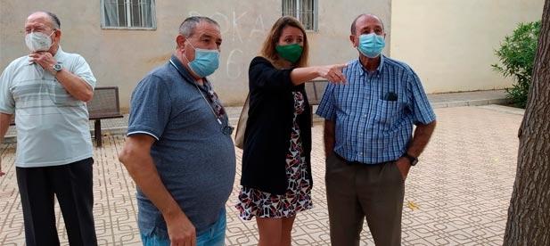 Carrasco insta a la alcaldesa socialista Amparo Marco a escuchar a los vecinos que piden desde hace meses soluciones efectivas a las plagas de mosquitos que les impiden salir a la calle.