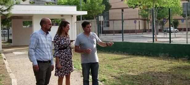 """Carrasco: """"Más iluminación, más juegos infantiles y el asfaltado de la calle Dolçainers son reivindicaciones de la asociación de vecinos"""""""