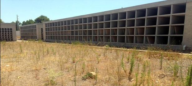 """El PP denuncia el estado de """"dejadez"""" y la """"falta de mantenimiento"""" del nuevo cementerio."""