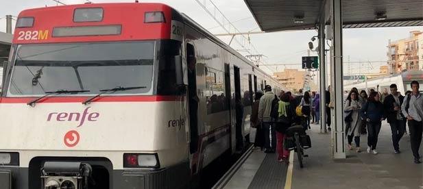 Los populares lamentan que se registren hacinamientos en los trenes todos los días sin que el Gobierno central ponga solución inmediata a esta situación
