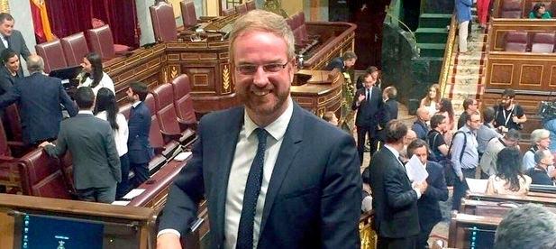 """Óscar Clavell, diputado nacional del PP, cree """"escandaloso"""" que quien utiliza el Falcon para irse de fiesta """"usurpe los ahorros que tanto esfuerzo han costado a las familias"""""""