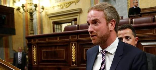El diputado nacional Oscar Clavell, ha denunciado la utilización partidista de la educación por parte del gobierno valenciano de Puig y Oltra