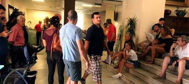 """Macián: """"Los ciudadanos están siendo maltratados y los funcionarios se sienten desbordados ante una situación que el gobierno ignora""""."""