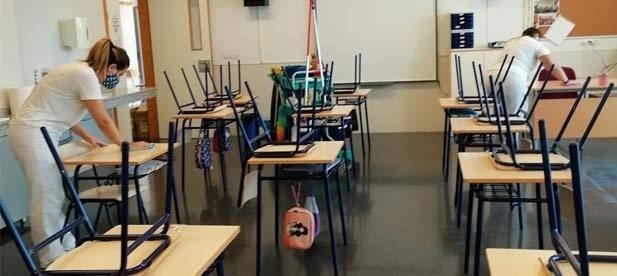 El consistorio doblará el servicio de limpieza con un nuevo turno en el centro y en las nuevas aulas de Escola Matinera