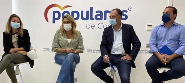 El secretario general Salvador Aguilella traslada a la presidenta Marta Barrachina su decisión de no volver a optar a la presidencia del PP de Onda que actualmente desempeña.