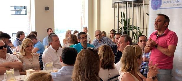 El presidente del PPCS mantiene con alcaldes, concejales y afiliados un encuentro comarcal en Benicàssim