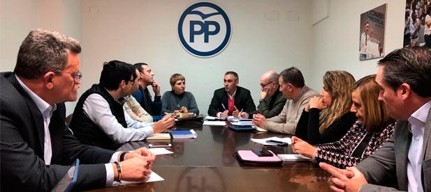 Los populares lamentan que una semana después de la visita en Falcón de Sánchez y la corte de honor de los socialistas, aún no se han aprobado ayudas para la costa