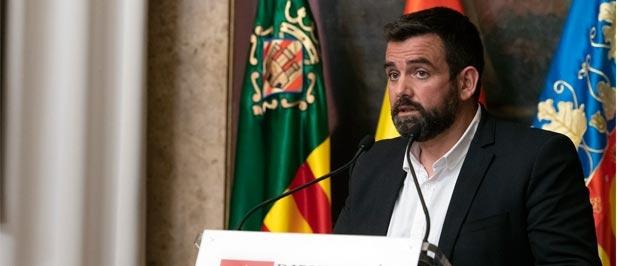 """""""Compromís ha iniciado una cruzada política contra la tradición demostrando su vertiente más sectaria e integrista. Mientras, el PSOE, de perfil"""", dice David Vicente"""