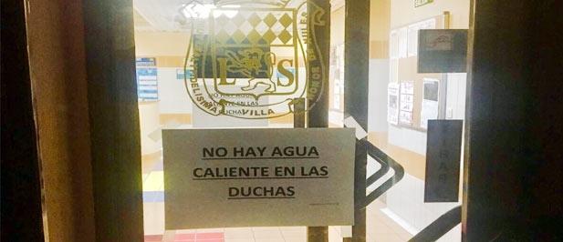El GMP de Nules censura la falta de agua caliente en las duchas de la piscina cubierta  y campo de futbol