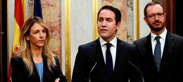 Teodoro García Egea comparece ante los medios de comunicación.