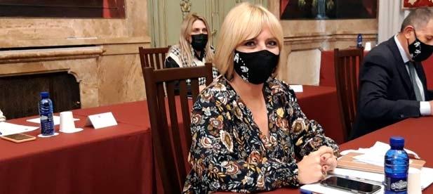 """Elena Vicente-Ruiz: """"Es un escándalo enorme que ya no basta con un simple perdón, sino que tiene que tener consecuencias políticas"""""""