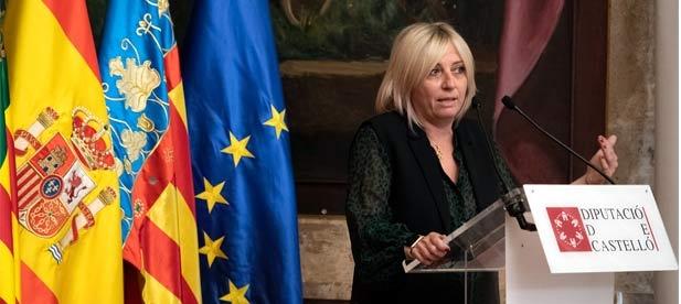 """Elena Vicente-Ruiz, diputada provincial, acusa a los socialistas """"de aniquilar a médicos a base de despidos, cerrar recursos sanitarios y negar inversión para ampliar el centro"""""""