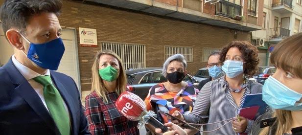 """Carrasco: """"La recogida de 1.300 firmas contra el cierre del consultorio de Constitución es el clamor de impotencia de los vecinos de Castellón contra el colapso sanitario"""""""