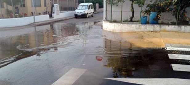 """El PP exigen a la alcaldesa Tania Baños """"soluciones para que los vecinos del barrio Carmaday tengan una vida normalizada y puedan usar las aceras de manera normal cuando llueva""""."""