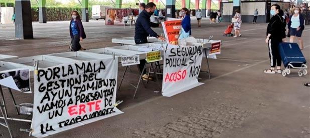 Los vendedores piden al equipo de gobierno que se les permita instalarse al 100 % en el recinto ante la dejadez de un Ayuntamiento que no escucha, no ve y no atiende.