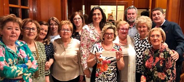 El PP de L'Alcora participó en la merienda benéfica organizada por la Asociación Española Contra el Cáncer (AECC).