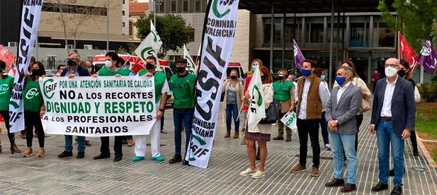 El portavoz adjunto del Grupo Municipal Popular en el Ayuntamiento de Castellón, Sergio Toledo, acompañado por la concejala Susana Fabregat y el diputado autonómico y presidente del PP de Castellón, Miguel Barrachina, ha asistido a la concentración