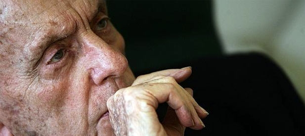 La mayor aportación de Manuel Fraga ha sido la refundación de la derecha española con el Partido Popular. Con aciertos y errores, representó la grandeza de la política ejercida desde la convicción y la talla intelectual