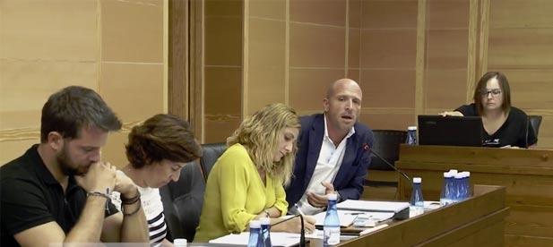 Desde el PP han anunciado su intención de preguntar a los miembros de los cuatro partidos los motivos que llevaron el pasado sábado a la suspensión de los conciertos.