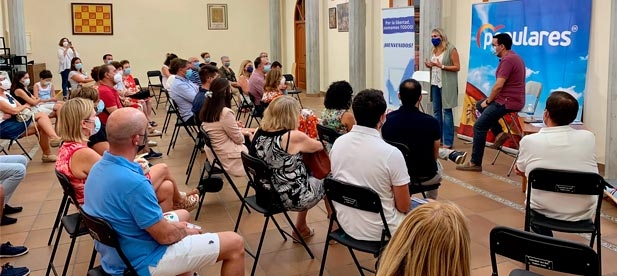 El acto reunió a un centenar de afiliados y simpatizantes, arropados por el presidente local de Vila-real, Adrián Casabó, y el vicesecretario general de Organización del PPCS y portavoz en el Ayuntamiento Héctor Folgado.
