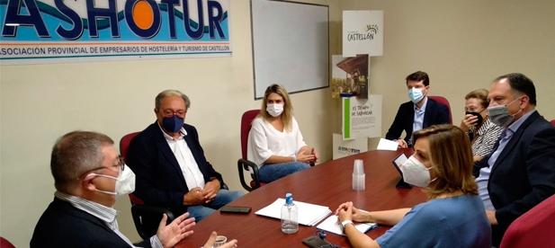 La presidenta provincial del PP en Castellón, Marta Barrachina, se reúne con el presidente de Ashotur, Carlos Escorihuela, con el objetivo de escuchar al sector y atender sus demandas
