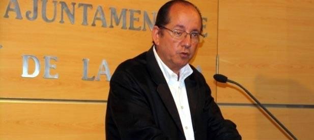 """Mulet ha remarcado que la Generalitat Valenciana """"ya ha puesto viviendas a disposición de las personas desahuciadas y que el Gobierno Central de Rajoy ya ha aprobado la Ley de Protección del Deudor Hipotecario"""""""