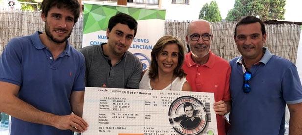Los jóvenes del Partido Popular regalan a Pedro Sánchez un billete de AVE para que pueda desplazarse al Arenal Sound en transporte público