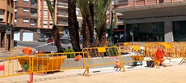 La chapuza del 'Desacord de Progrés' de L' Alcora en las obras de remodelación de la plaza del Ayuntamiento ha obligado al tripartito a sustituir más de un centenar de baldosas un año después de su inauguración.