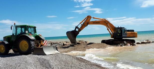 Los trabajos en la playa de Casablanca, se van a centrar en la reparación puntual de la escollera y la reposición de la grava.