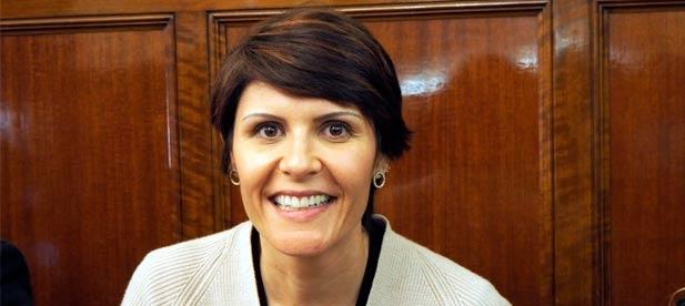 """Mª Ángeles Pallarés, diputada provincial del PP, anima al PSPV """"a dejar de ver películas"""" porque """"ahora urge dar cobertura a la provincia, en especial a los más pequeños"""""""